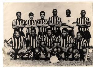 TUPI FC - 1969 - Campeão Regional Em pé Edinho, Danilo, Jair, Osvaldo Guariba, Lumumba e Murilo. Agachados João Pires, Jailton, Flávio, Iris Brito e Eurico.