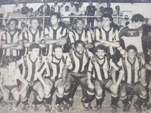 TUPI FC - 1983 - CAMPEÃO MINEIRO DA 2ª DIVISÃO. Em pé Simão, Tatu, Julio Maravilha, Evaldo, Brito e Gilberto. Agachados Teófilo, Paulinho, Nequinha, Té e Maurílio.
