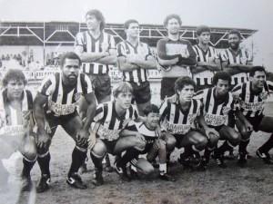 Tupi 1986 - Tupi FC - Campeonato Mineiro. Em pé Edson, Gomes, Amauri, Gerson e Sinval. Agachados Geraldinho, Nequinha, Mauro, Paulo Roberto, Waldir e Silvano.