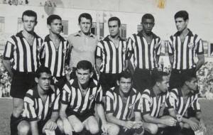 Tupi FC - 1965 - Campeão Regional Em pé Manoel, Valter, Valdir, Mauro, Murilo e Dário. Agachados João Pires, Toledo, Vicente, Francinha e Eurico