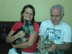 cachorro Irinéia e Gonçalves, avós do Gabriel visitando o neto em 2015
