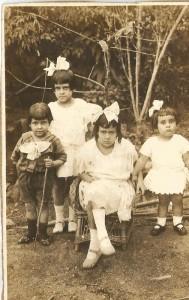pessoais Tio Abelardo, Tia Mires, Tia Geralda e Mina mãe. Foto de 1922.